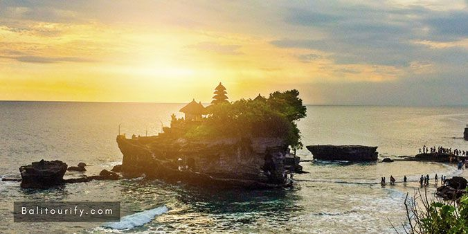 Tanah Lot Sunset Tour, Tanah Lot Half Day Trip, Bali Tanah Lot Temple Tour, Half-day Bali driver hire to visit Bali temple in the sea, Tanah Lot Tour