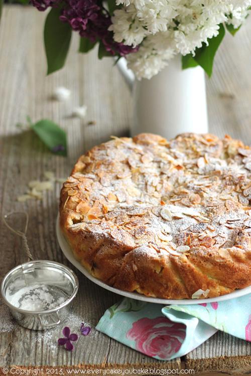 ciasto z rabarbarem i płatkami migdałowymi