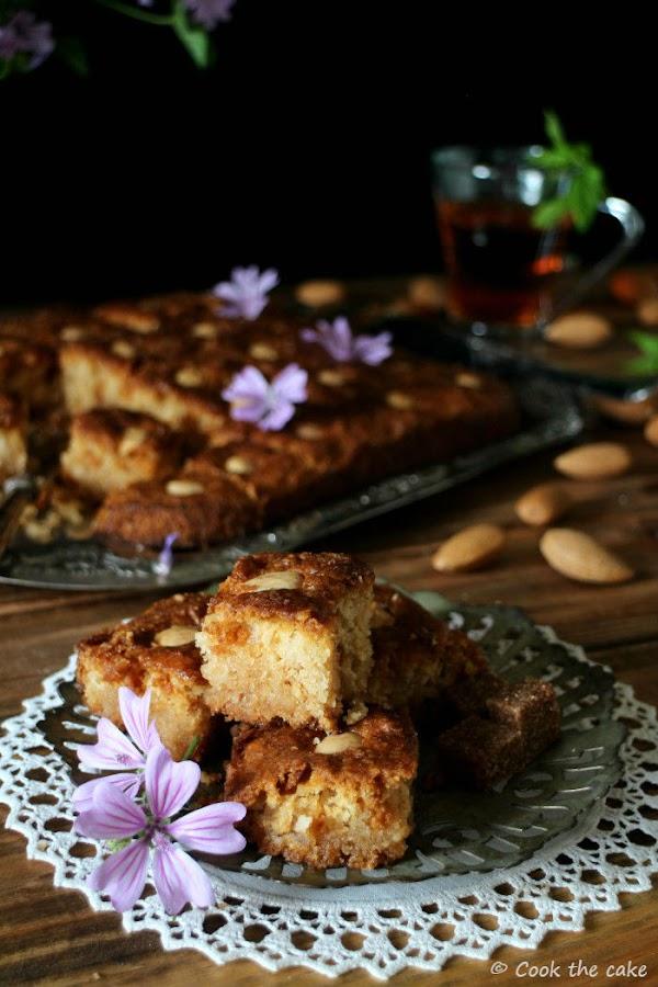 basbousa, pastel-de-semola-y-coco, coconut-semolina-cake, lemon-syrup