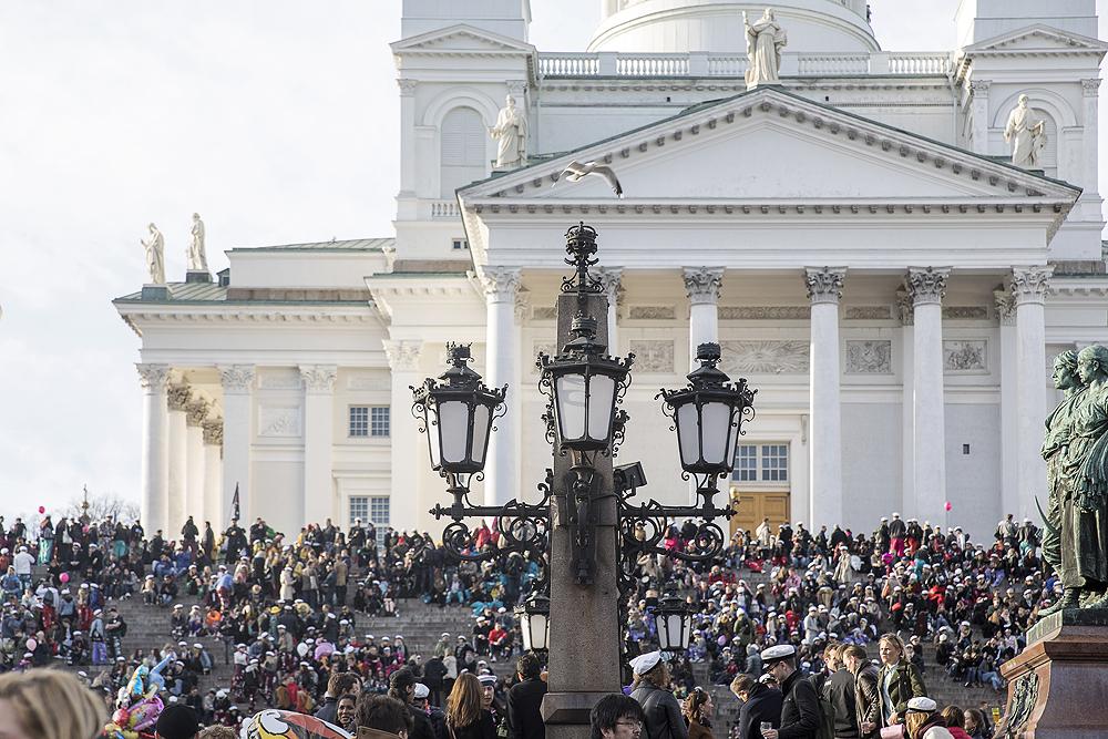Vappu, Labour day, Finland, Suomi, Helsinki, streetphotography, Visualaddict, valokuvaaja, Frida Steiner, visitfinland, citylife, katuvalokuvaus, senaatintori, tuomiokirkko
