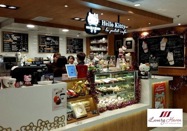 hong kong sogo hello kitty le petit cafe cupcakes
