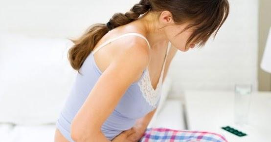 Massaggio di reparto cervicale di una spina dorsale a bambini