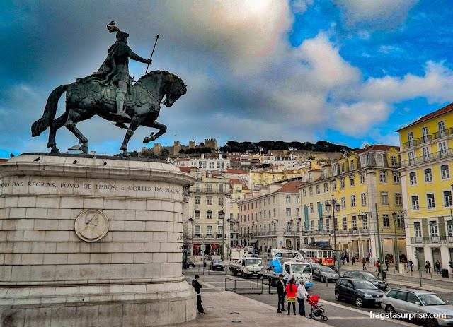 Praça da Figueira e o Castelo de São Jorge visto da Baixa de Lisboa