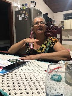 """Silvia Arruda (70 anos/ 2020) – tradicional várzea-grandense conhecedora das antigas histórias desta região, esposa do senhor Estevão de Arruda (82 anos/ 2020) – neto da finada """"Chantoninha""""."""