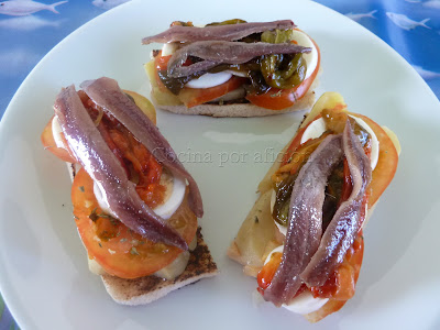 tosta, anchoas, tomate