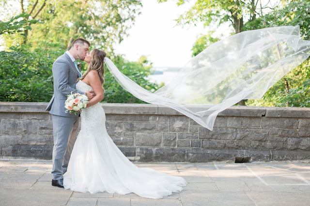 Niagara wedding planner | A Divine Affair | Kendra and Greg. Photo by Alexandra Del Bello Photography. Ceremony at Queenston Chapel with Niagara Parks Weddings. Wedding reception at Queenston Heights Restaurant. Mint, coral and gold wedding details.