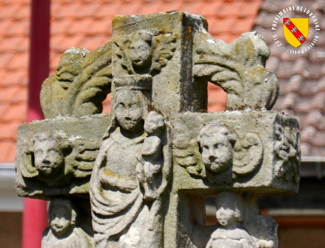 BAYECOURT (88) - Croix-calvaire de l'église (1630)