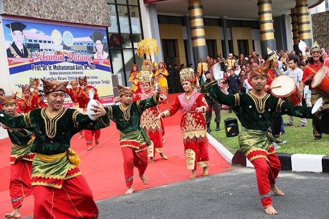 Tari Pasambahan dari Sumatera Barat