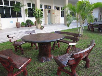 kursi dan meja taman kayu trembesi