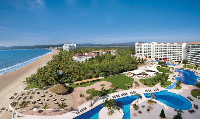 Dreams Villamagna Nuevo Vallarta is an oceanfront AAA Four Diamond hideaway surrounded by the lush green Sierra Madre Mountains, boasting a prime and most enviable location overlooking the deep blue Pacific Ocean and Banderas Bay.