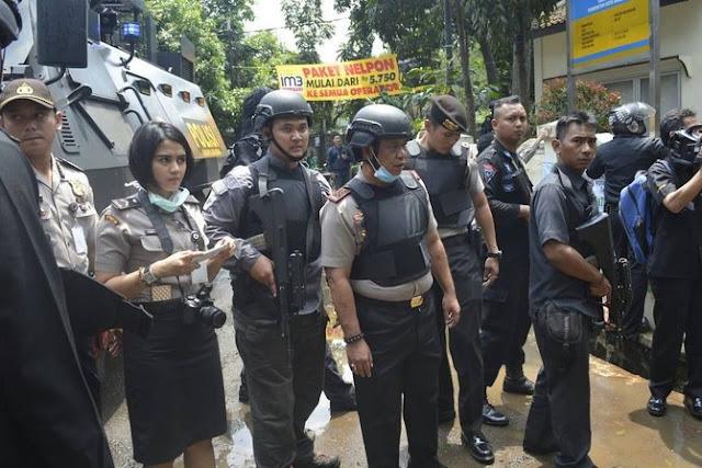 Aksi Penanganan Teror Di Bandung, Polwan Cantik Ini Sita Perhatian Netizen