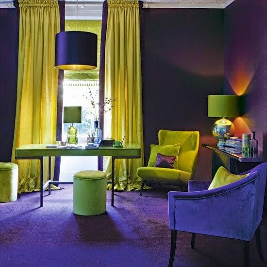 Sala decorada amarillo violeta