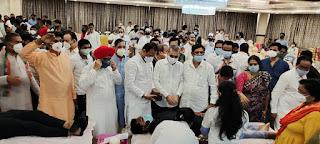 दहिसर विधानसभा, कांग्रेस के रक्तदान शिविर में आए दिग्गज कांग्रेसी  | #NayaSaberaNetwork