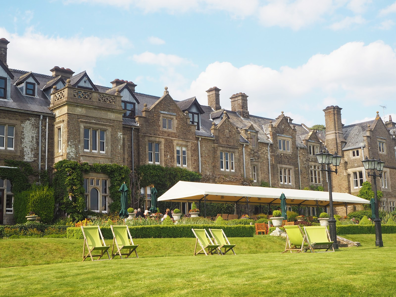 Afternoon tea review at South Lodge in Horsham - gardens