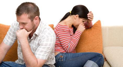 Pareja enojada - la mujer no puede perdonar el daño que le hizo su cónyuge
