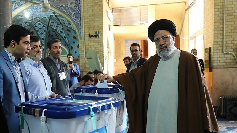 Ayatollah Ali Khamenei Jadi Pemilih Pertama di Pemilu Iran ...