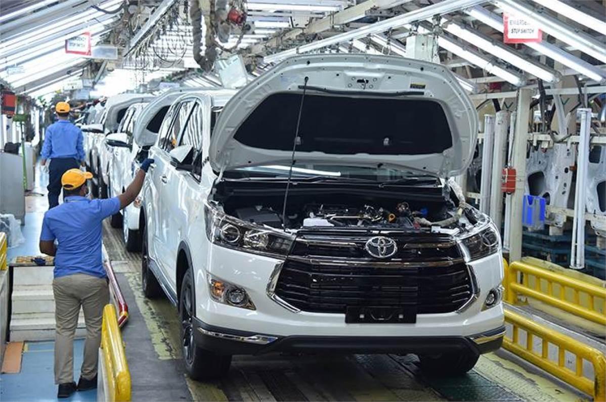 تويوتا: نحو خفض الإنتاج بـ 40% بسبب النقص في الرقائق الكهربائية