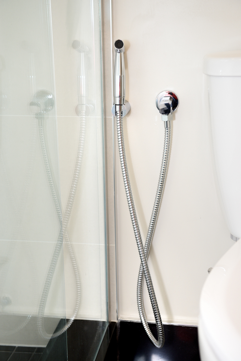 thermostatic bidet