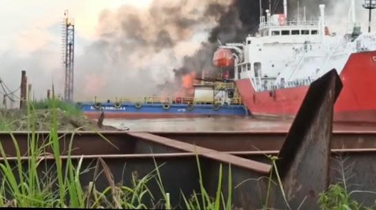 Dua Kapal  Terbakar Saat Menunggu Giliran Docking di Samarinda