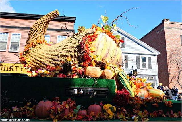 Cornucopia en el Desfile de Acción de Gracias de Plymouth