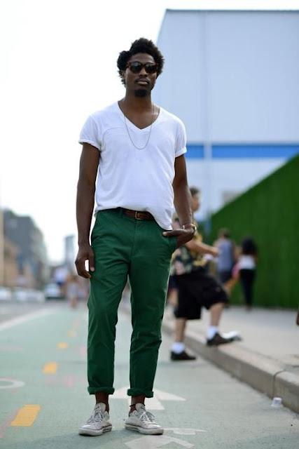 greenery a cor de 2017 verde moda masculina (3) Look Masculino Calça Verde