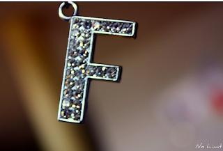 صور حروف خلفيات رومانسية مكتوب عليها حرف f
