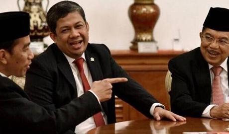 Fahri Hamzah Minta Pemerintah Lempar Handuk, Netizen: Yang Dilempar Harusnya Lo