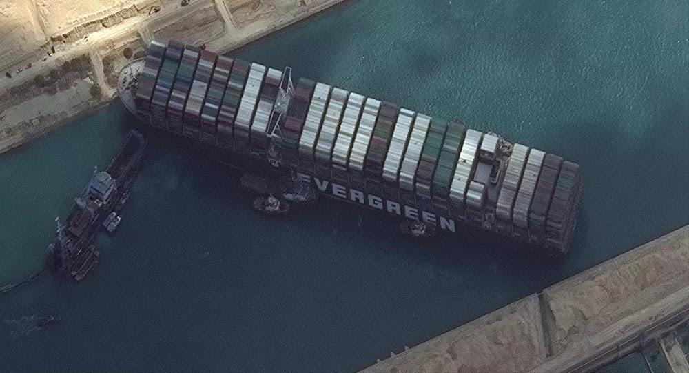 مستشار السيسي يكشف عن حدث ليلي قد يؤدي إلى تحريك السفينة الجانحة