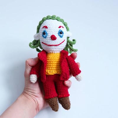 Вязаная кукла Джокер