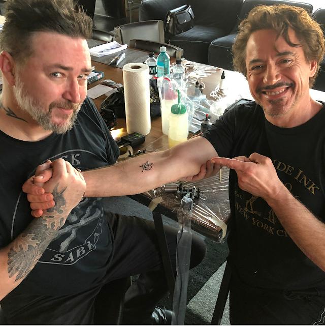 Atores originais do filme Vingadores fazem tatuagem em comemoração a Infinity War
