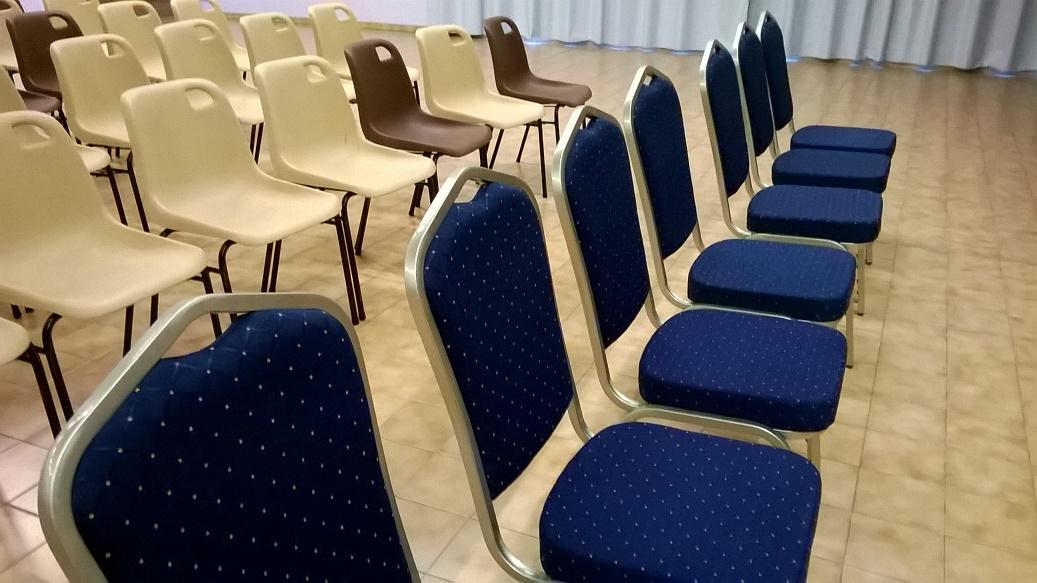 Comme Dcid Lors Dun Des Derniers Conseils Municipaux La Mairie A Command Et Reu 100 Chaises Confortables Pour Salle Ftes