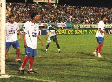 O Bahia perdeu para o River do Piauí na última quarta-feira (5) e acabou eliminado da Copa do Brasil na primeira fase. A última vez que o Esquadrão de Aço acabou eliminado no duelo inicial foi em 2008.  Na ocasião, o Esquadrão de Aço enfrentou o Icasa. No primeiro jogo, em Juazeiro do Norte, no Ceará, o Tricolor perdeu por 3 a 2. Marciano (duas vezes) e Clodoaldo marcaram para o Verdão do Cariri, enquanto Pantico e Charles descontaram.  A partida de volta aconteceu em Feira de Santana, no Joia da Princesa. No placar, 2 a 2, com gols de Pantico e Fausto para o Bahia e Tiago e Esquerdinha a favor do Icasa.  Nos últimos 20 anos, outras duas eliminações na primeira fase causam más lembranças aos tricolores. Em 2005 e 2006, o Bahia acabou caindo diante de Grêmio e Ceilândia, respectivamente.