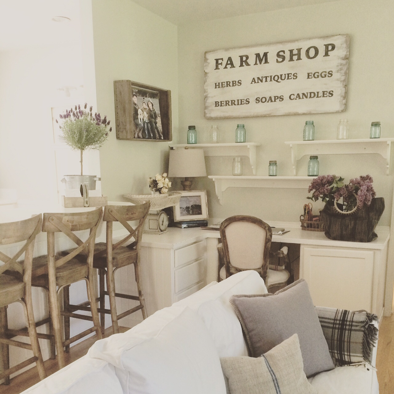 Little Farmstead Farmhouse Living Rooms Tips For Living With White