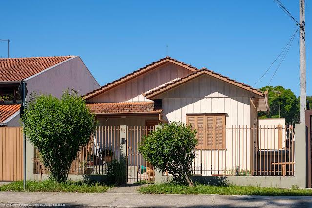 Casa de madeira na Rua Estados Unidos