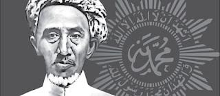 Sejarah Muhammadiyah  Muhammadiyah didirikan di Kampung Kauman Yogyakarta, pada tanggal 8 Dzulhijjah 1330 H/18 Nopember 1912 oleh seorang yang bernama Muhammad Darwis, kemudian  dikenal dengan KHA Dahlan . Beliau adalah pegawai kesultanan Kraton Yogyakarta sebagai seorang Khatib dan sebagai pedagang. Melihat keadaan ummat Islam pada waktu itu dalam keadaan jumud,  beku dan penuh dengan amalan-amalan yang bersifat mistik, beliau tergerak hatinya untuk mengajak mereka kembali kepada ajaran Islam yang sebenarnya berdasarkan Qur`an dan Hadist. Oleh karena itu beliau memberikan pengertian keagamaan dirumahnya ditengah kesibukannya sebagai Khatib dan para pedagang.  Mula-mula ajaran ini ditolak, namun berkat ketekunan dan kesabarannya, akhirnya mendapat