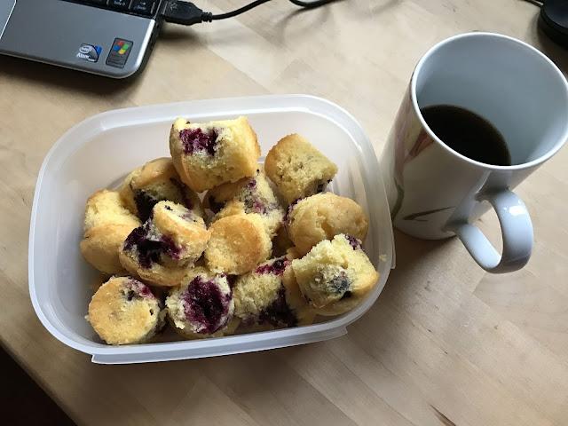 frische Beerenmuffins zum Kaffee (c) by Joachim Wenk