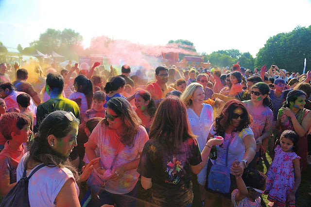 Bradley Stoke Community Festival Holi Colour Run Plus size travel blogger