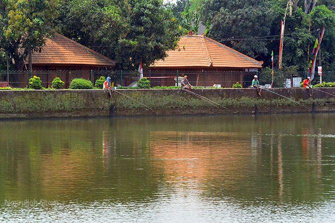 Kolam Segaran Majapahit dimanfaatkan untuk memancing