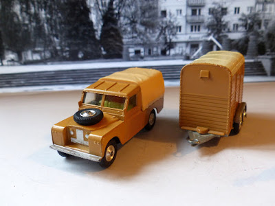 Gift Set 2 with Land Rover with yellow interior