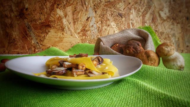 pasta fresca con porcini e crema al taleggio