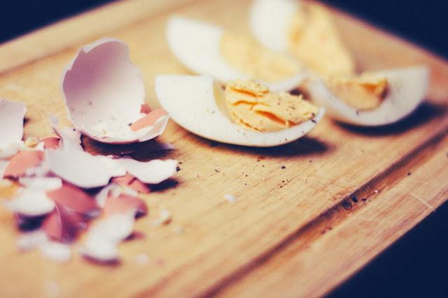 متى نضيف البيض، المعجنات، البقوليات والفواكه الجافة إلي أطعمة الاطفال؟