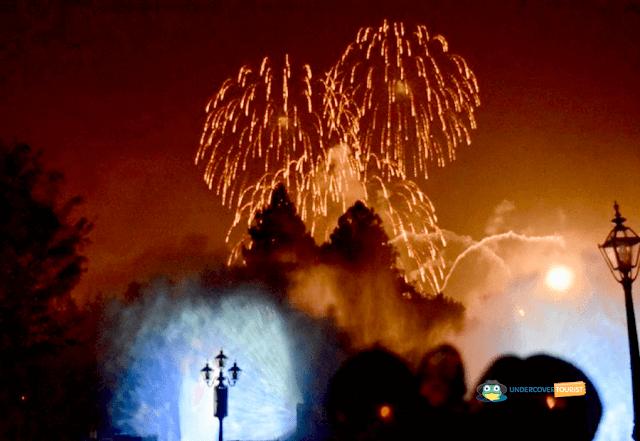 Fuegos Artificiales Disneyland desde Frontierland