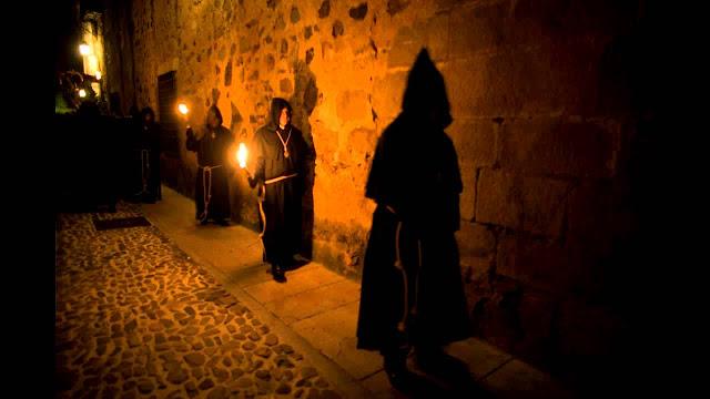 La Casualidad es una historia sobre el Cristo Negro #templario de Cáceres, Extremadura. Libros recomendados  El curso de la vida: https://tocapartituras.org/partitura/el-curso-de-la-vida-libro-de-chico-sanchez  La Profecía de los Jaguares: https://tocapartituras.org/partitura/la-profecia-de-los-jaguares-libro-de-chico-sanchez