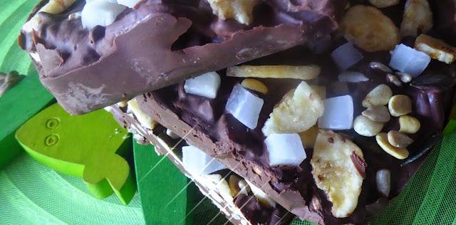 Carrè  di cioccolato con frutta secca e semi