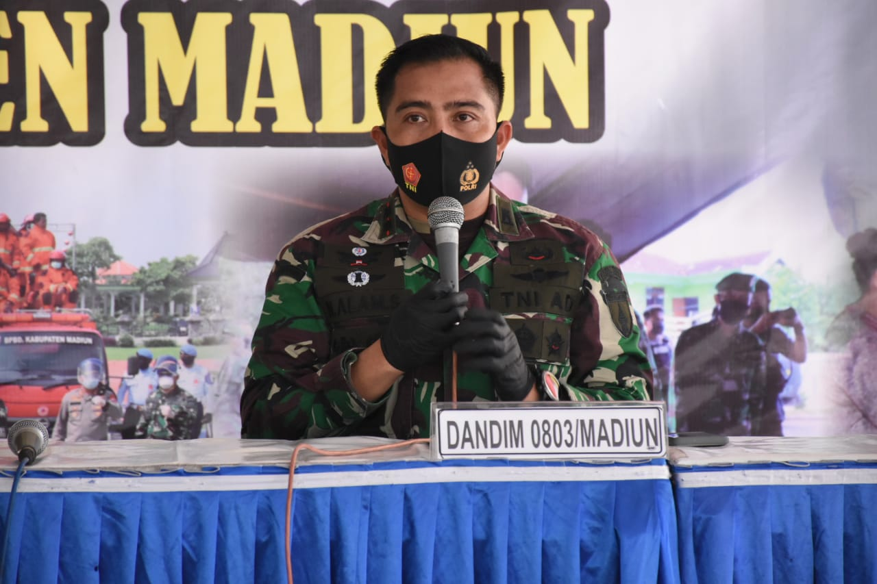 Tekan Penyebaran Covid -19, TNI - POLRI Di Madiun Gelar Baksos Rapid Tes
