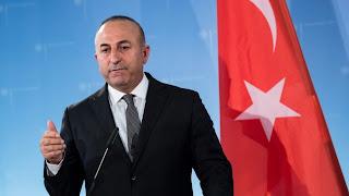 Τη σύλληψη ακροδεξιών που έκαψαν την τουρκική σημαία ζητούν οι τούρκοι