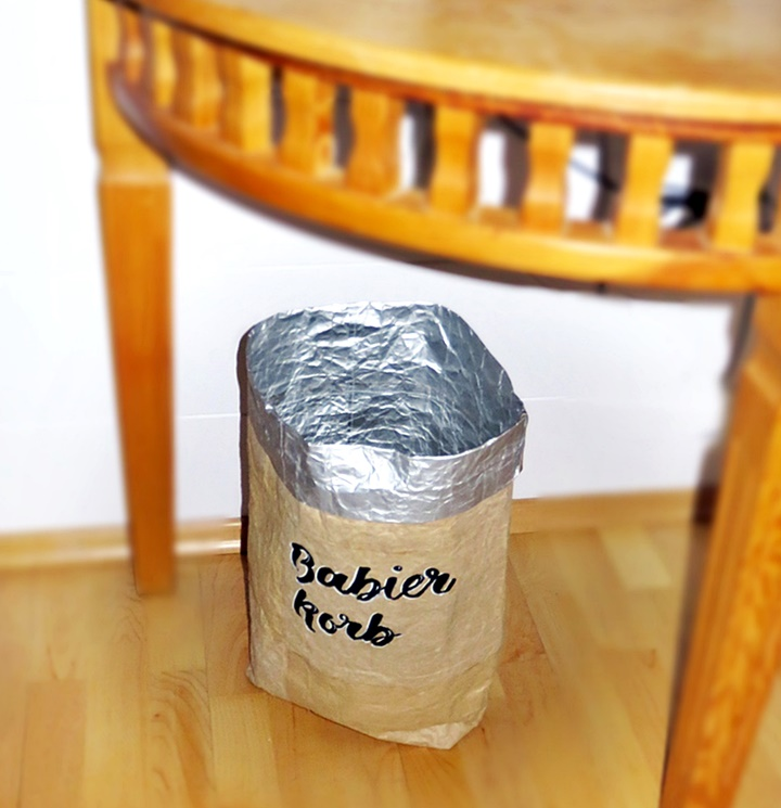 Sack aus Tetrapack-material mit Beschriftung  -  Upcycling von Milchtüten