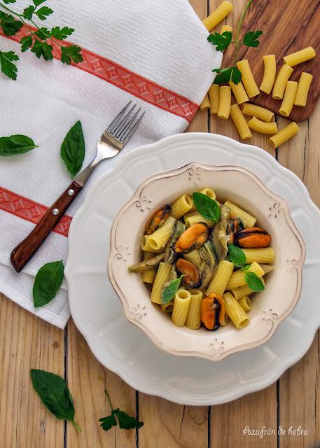 Pasta con alcachofas y mejillones
