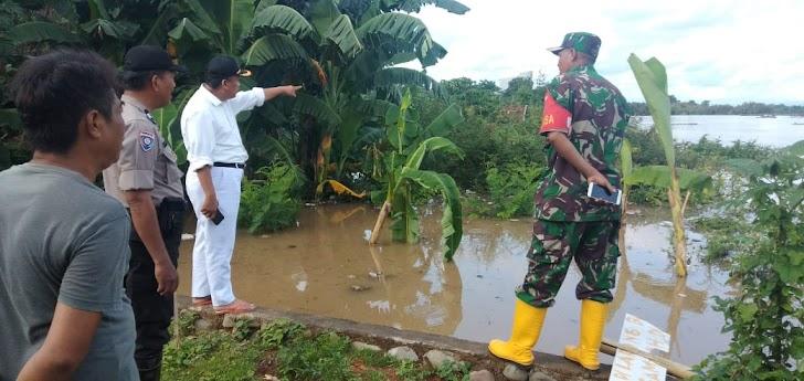 Camat Moncongloe, Pantau Kondisi Air Dibelakang Perumahan Asabri