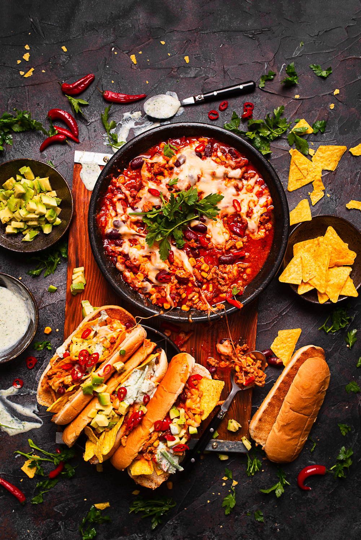 Hot-dogi w stylu meksykańskim z sosem z wołowiną